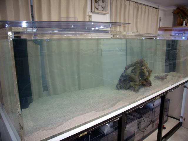 アクリル水槽専門店